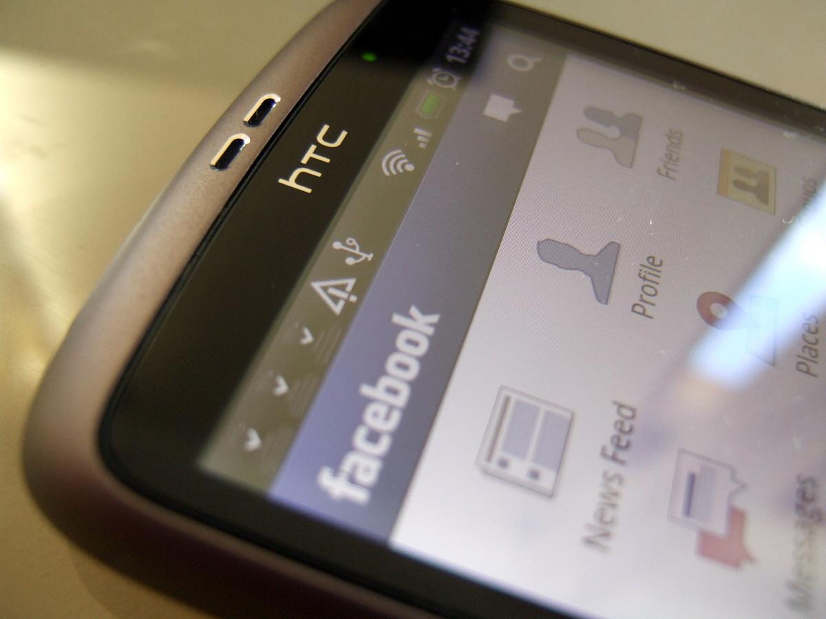 Facebook Telefon Rehberinizi de Çalıyor