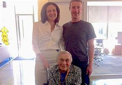 Facebook'un En Yaşlı Üyesi Zuckerberg'le Buluştu